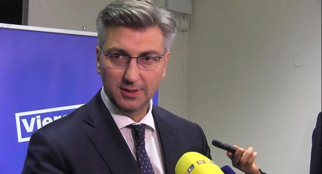 Premijer Andrej Plenković protivi se sijanju straha i histerije, te kaže da mu nije jasno zašto je predsjednica naglo promijenila mišljenje o tzv. Marakeškom sporazumu