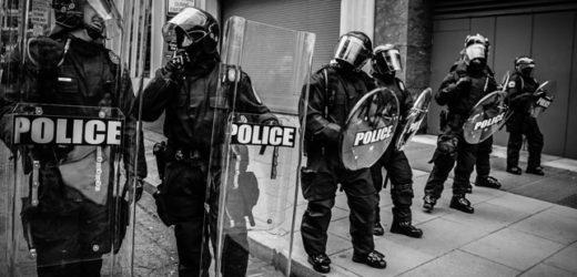 Zanima li ikog skandalozan upad policije u novinarsku redakciju?