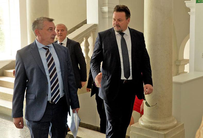 Tjedni pregled: Kuščević ostao u Vladi, HNS-ovi ministri bojkotirali sjednicu